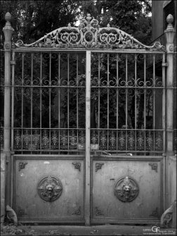 Averly - puerta del jardín