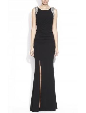 Secretul? O rochie elegantă și glezna fină