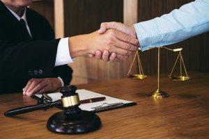 Cand ai nevoie de un avocat si de ce?