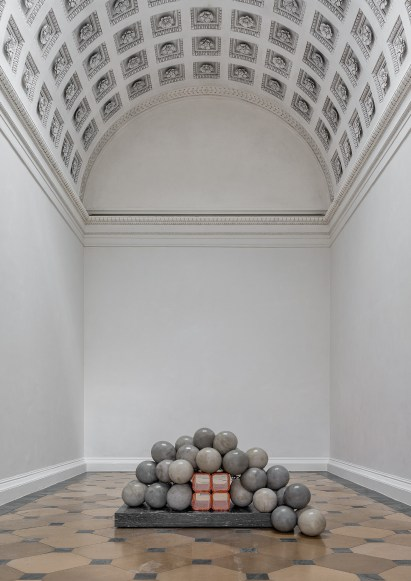 Kathleen Ryan: Bacchante (Detail) 2017 Concrete, stainless steel, glaced terracotta, marble Courtesy the artist and Josh Lilley, London © Photo: KHM-Museumsverband