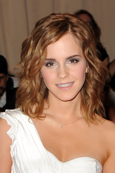 6 Emma+Watson+Shoulder+Length+Hairstyles+Medium+n8Jl_aIZ1wel