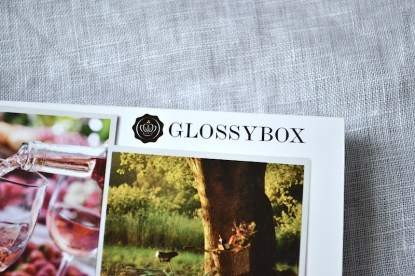 01 Glossybox Juni we love summer