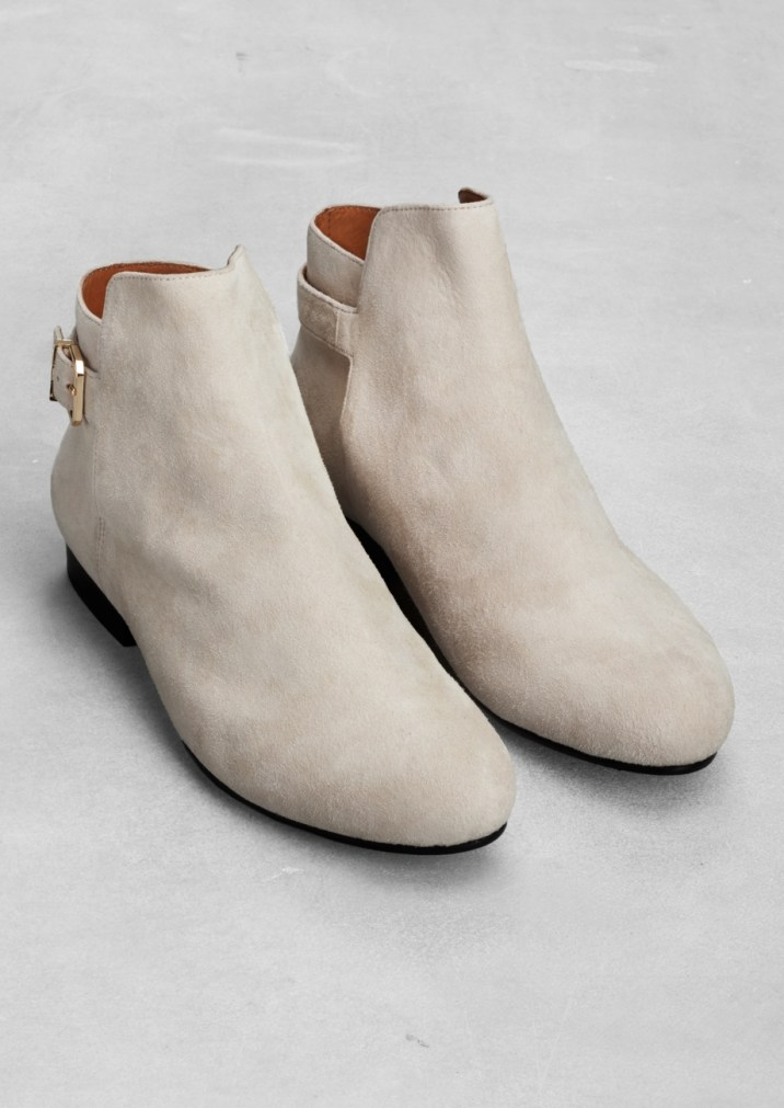 Low-heel suede ankle boots € 95,00