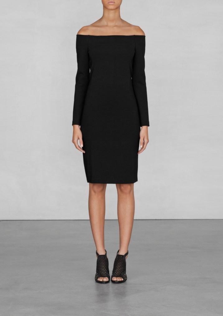 Off-shoulder dress € 75,00