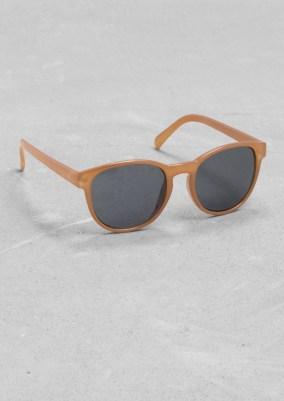 Round-frame sunglasses € 15,00