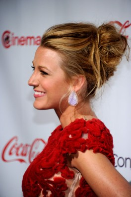 Blake+Lively+Updos+Messy+Updo+GRNpOO4SY2dl