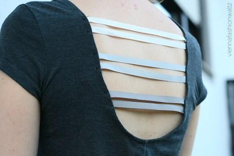 http://viennafashionwaltz.com/2014/08/12/glossybox-band-diy-upcycling-pimp-my-shirt-do-it-yourself-basteln-fashion-fashionblog-wien-lifestyle-upcycle-kreativ-selbermachen-selbstgemacht-style/