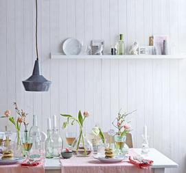 http://www.livingathome.de/wohnen-selbermachen/wohnideen/7354-bstr-wandregale-fuer-jeden-geschmack/7361-img-bilderleiste-ribba-von-ikea-als-wandregal