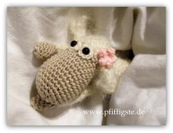 http://www.pfiffigste.de/Gratisanleitungen-Haekeln/Tiere/Rosalie-das-Osterlamm-gratis.html