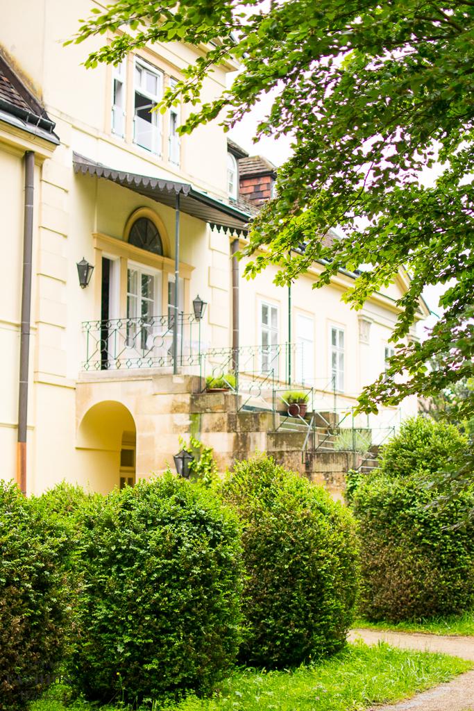 Gartenhotel Altmannsdorf: Die Grillsaison ist eröffnet ...Essen im Grünen in Wien