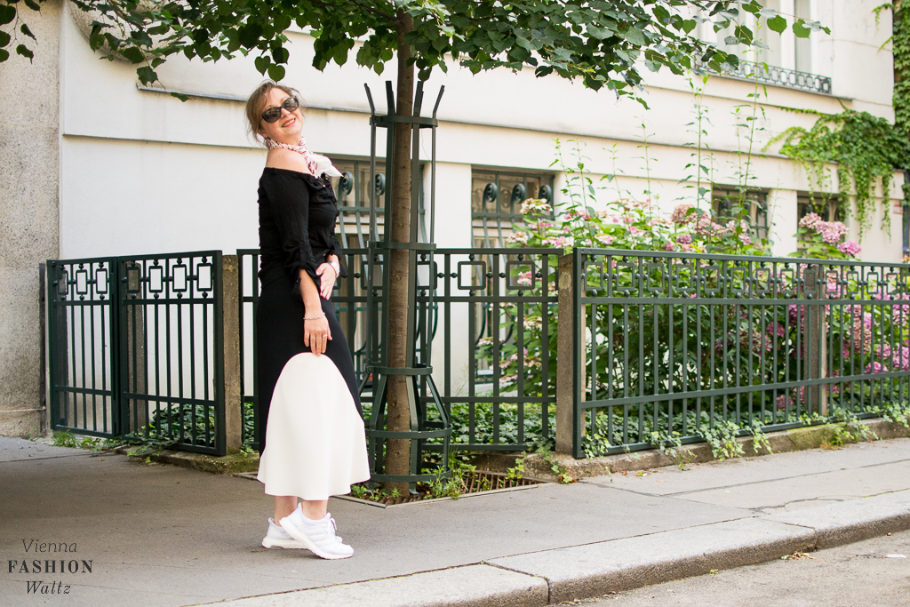 Streetstyle: Rock the Streets with a Midi Skirt and Adidas Sneakers! Fashionblog Wien Österreich www.viennafashionwaltz.com White Midi Skirt and other stories (17 von 19)