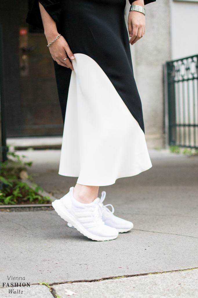 Streetstyle: Rock the Streets with a Midi Skirt and Adidas Sneakers!
