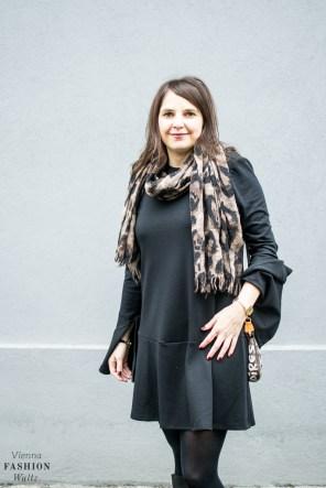 fashion-food-lifestyle-blog-wien-austria-osterreich-www-viennafashionwaltz-com-all-black-outfit-look-black-dress-10-von-50