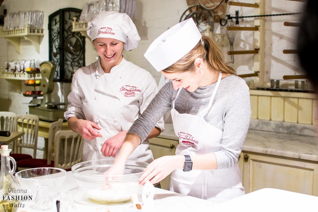 Wiener Apfelstrudel Backkurs + Original Rezept vom Café Residenz in Schönnbrunn