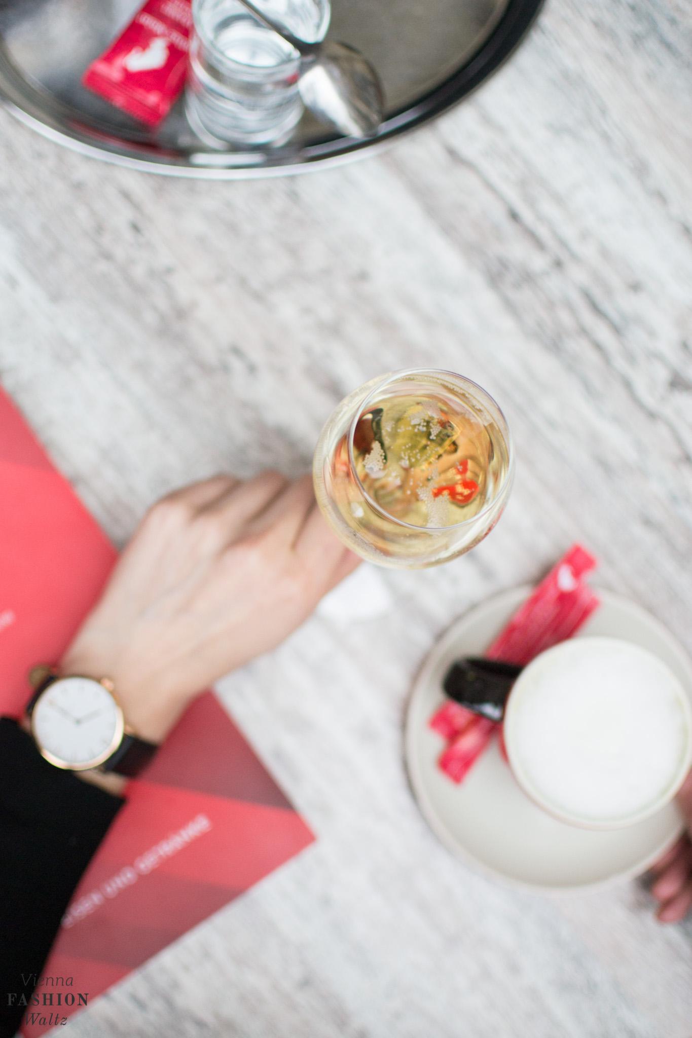 Vienna - Insider Tipp: Champagner bei der Oper trinken
