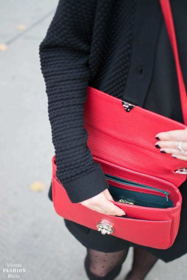 Rote It-Bag aus Wien R.Horns Polka Dot Outfit