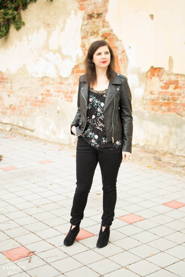 Lederjacke im Bikerstil|Only Blumenshirt|Closed Jeans|Peek&cloppenburg