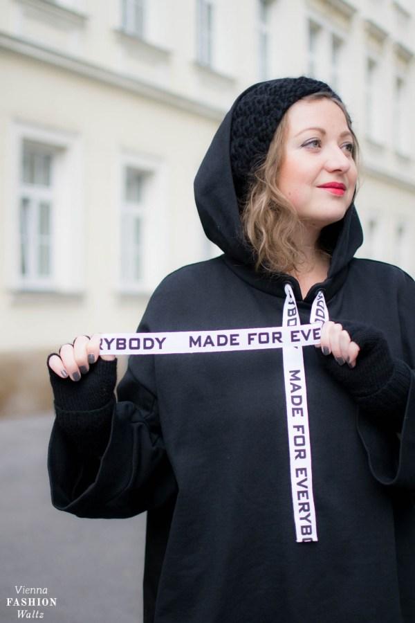 Fashion Trend: Sweater | Oversize Hoodie Sweater und Statement Boots Outfit, Zara Hoodie