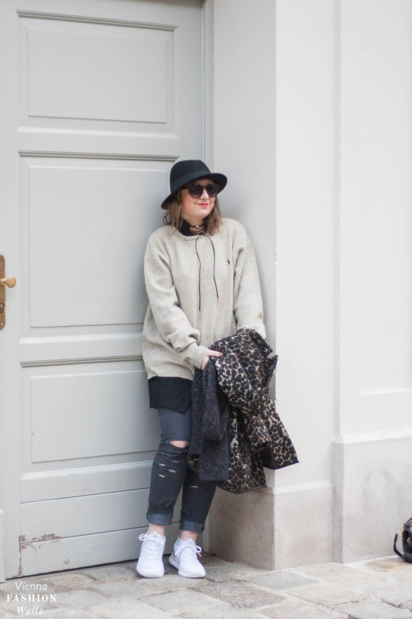 Oversized Wollpulli & Jeans mit Statement Sneakers von Adidas, Streetstyle, Vienna, Outfit, Trends, Second Hand Pulli