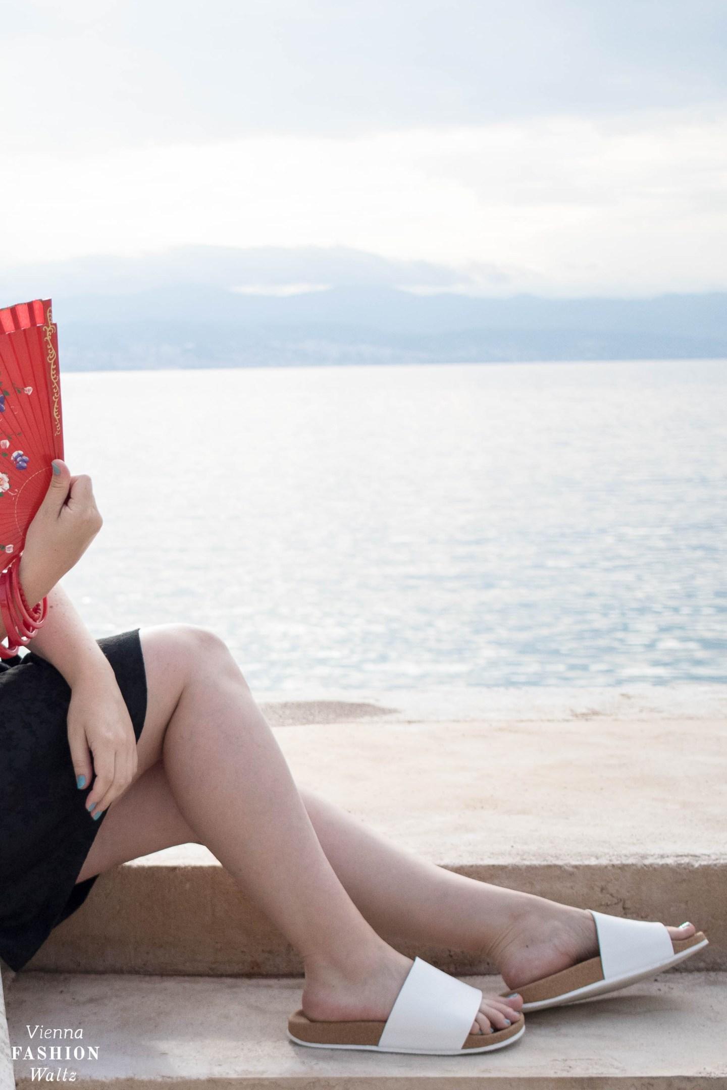 Die perfekte Pantolette für den Sommer: Deichmann, Sommeroutfit mit Strohhut, gesmoktem Tubetop von H&M, Fashion, Style, Mode, Trends, Tipps