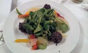 Feta balls on lamb's lettuce, vegetables and fruits