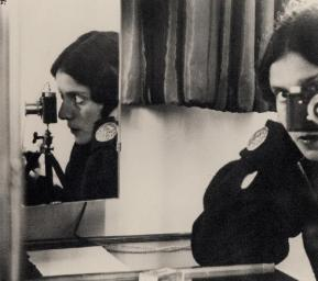lse Bing, Self-Portrait, 1931.