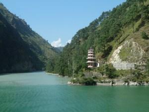Lac de barrage vallée du Kinnaur Inde