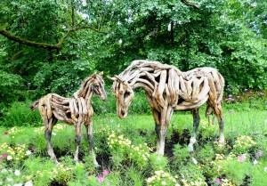 animaux en bois mosaicultures montreal