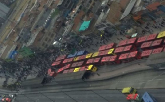 Bloqueo en estación de TransMilenio paralizó troncal de las Américas