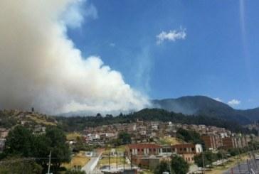 Continúa emergencia por incendio en cerros de Bogotá