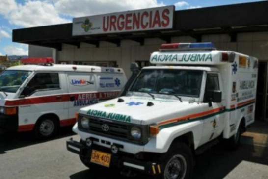 Una ambulancia es atracada en la localidad de San Cristóbal