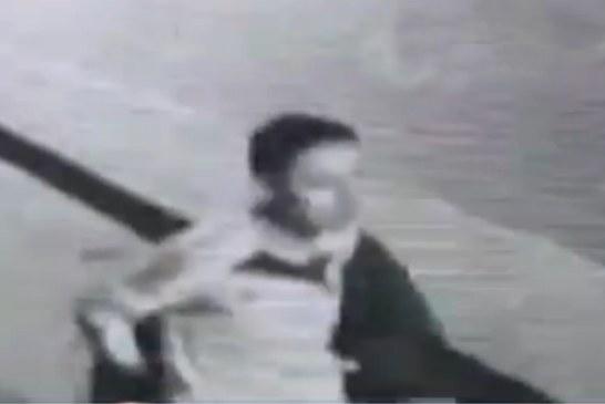 Autoridades buscan a hombre que golpeó brutalmente a una mujer, en el barrio Santa Lucía
