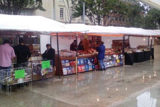 Feria Callejera de libros en el parque Santander