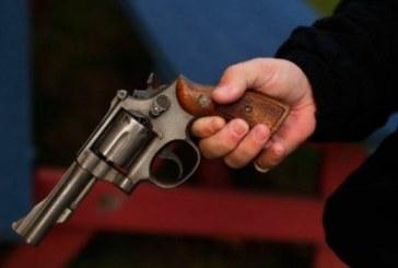 Se le disparó el arma a un policía y mató a un compañero