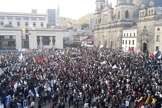 Momento de la firma en Cartagena, así se vivió en la Plaza de Bolivar de Bogotá