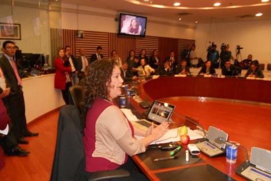 El Gobierno Nacional esta arriesgando 14 billones de pesos con el cambio de criterios para el Metro de Bogotá: Angelica Lozano