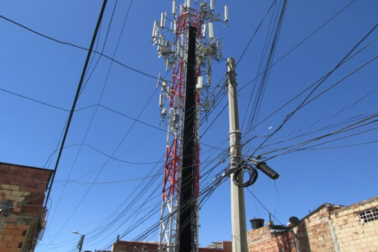 Antena de telefonía móvil tiene enloquecido a habitantes de Bochica Sur