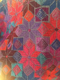 Detalle de bordado en punto de cruz de Zinacantán, Chiapas.