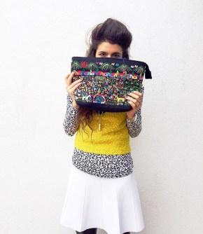 Maxi bolsa con bordados de Michoacán.