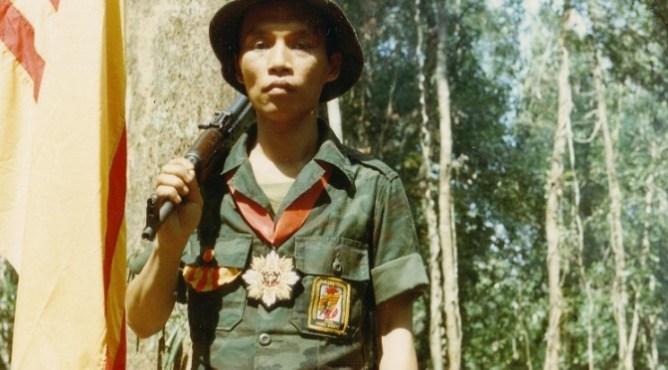Những lá cờ bay trên thương xá - Bình Luận - Việt Báo Văn Học Nghệ Thuật