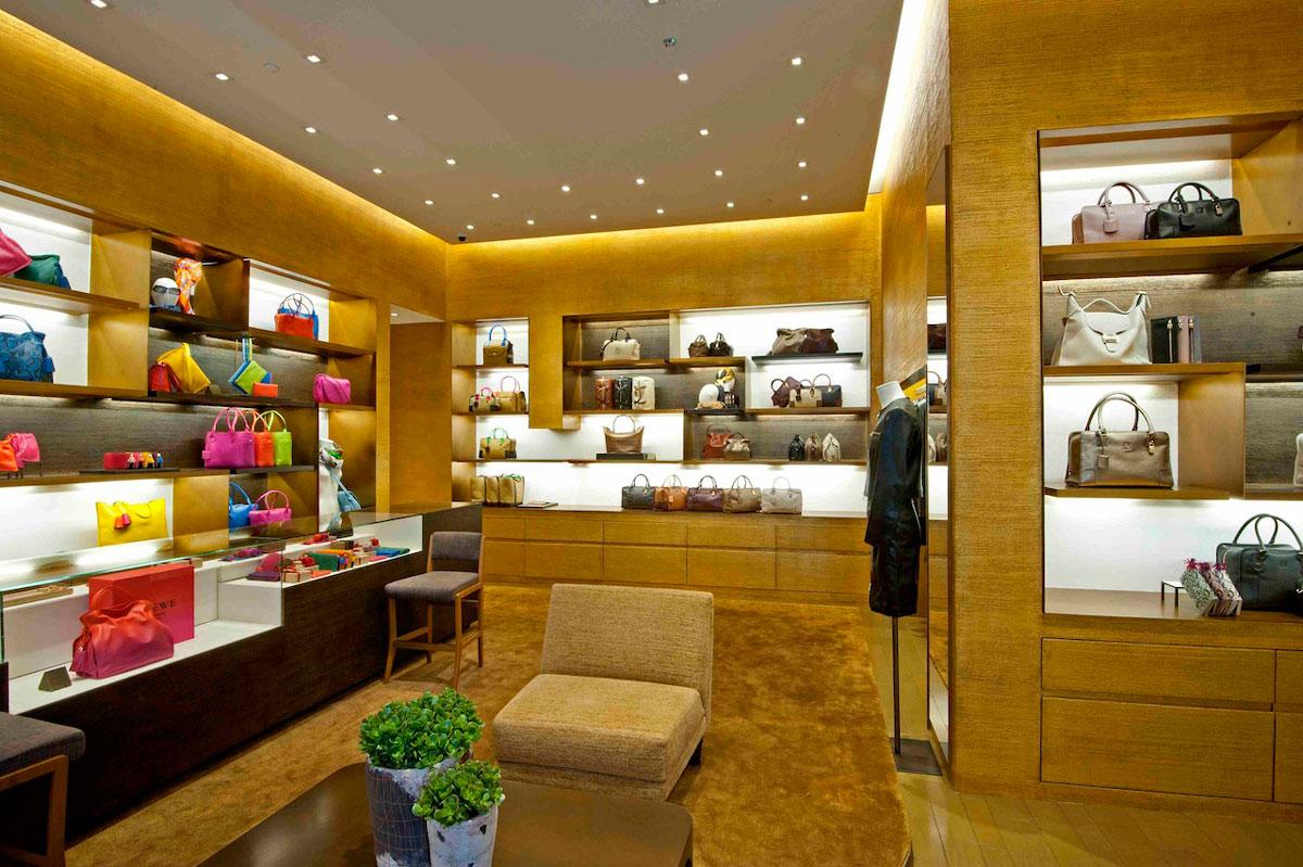 Thiết kế nội thất cửa hàng túi xách