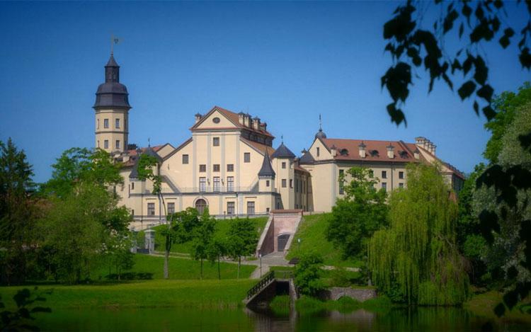 Lâu đài Nesvizh - Sự kết hợp hài hòa của lối kiến trúc phương Tây và Trung Âu