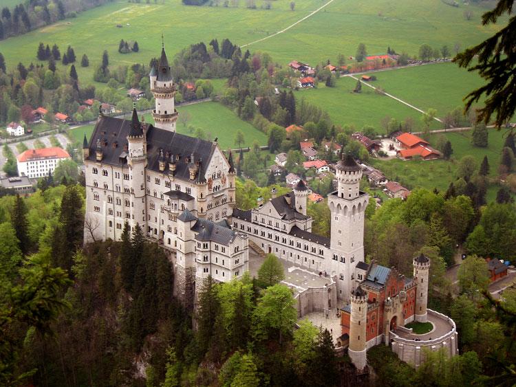 Lâu đài Neuschwanstein - tòa lâu đài cổ mang đậm phong cách lãng mạn Châu Âu