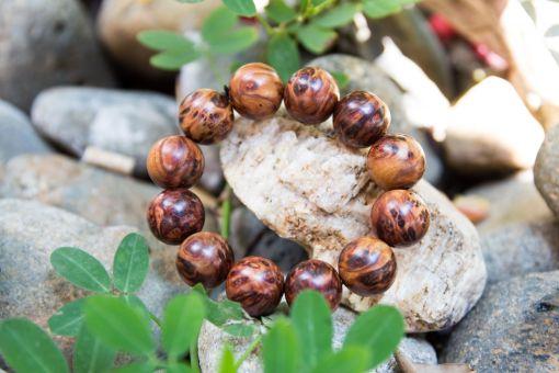 Vòng tay gỗ nu bách xanh hạt tròn 18mm - Việt Hương Trầm