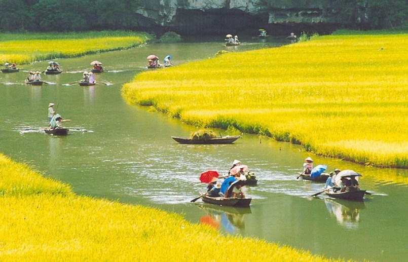 Vietnam Tour of Highlights to Halong, Hanoi, Hoan, Hue, Saigon & Mekong