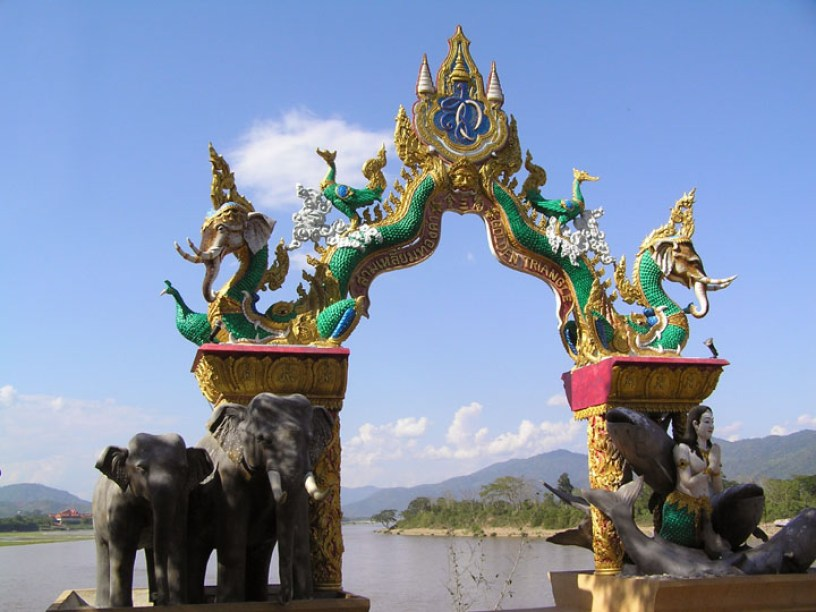 NORTHERN THAILAND TOUR TO LAOS