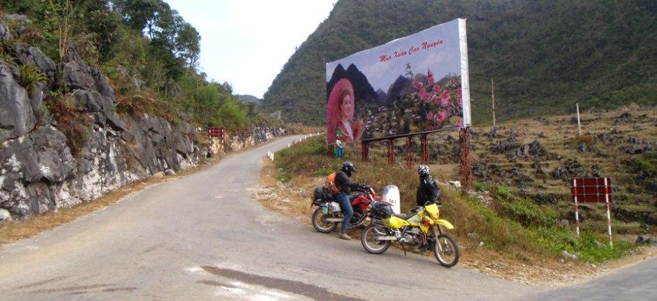 IMPRESSIVE NORTHEAST VIETNAM MOTORBIKE TRIP