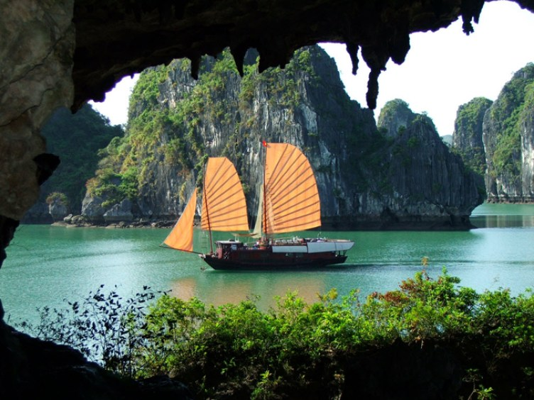 WONDERS OF VIETNAM TOUR