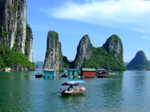Low Budget Vietnam Tour, Hanoi tours to Halong, Vietnam Tours to Hoi An and Saigon