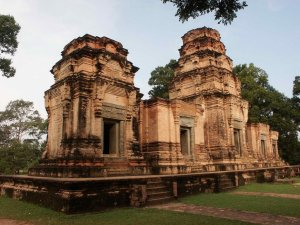 Cambodia Tours of Highlight from Siemreap to Phnom Penh